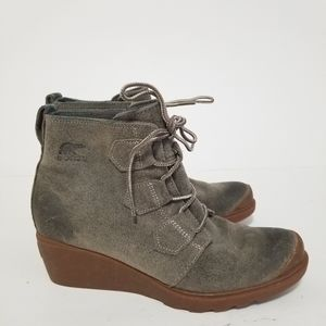 Sorel size 9 leather lace up boots
